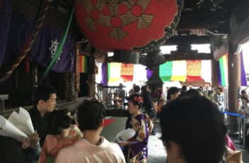 六角堂花供養・花行列1